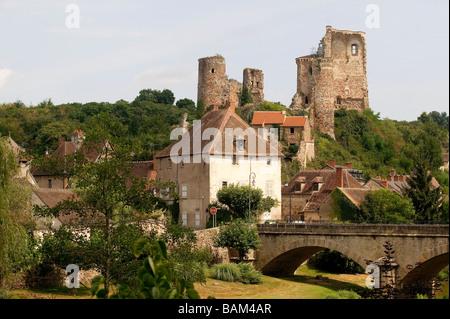 France, Allier, Bourbonnais, Aumance Valley, Herisson village, castle remains - Stock Photo