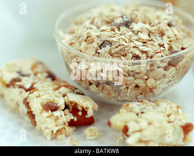 Fibre-rich foods. Cereal grains have a high fibre content and are are found in muesli (in bowl) as well as cereal - Stock Photo