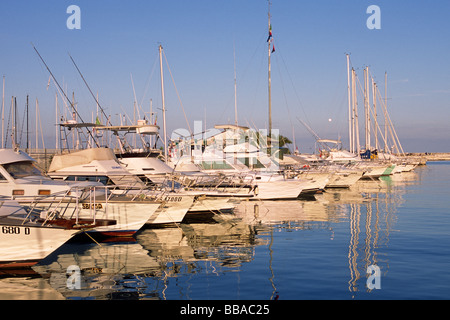 italy, le marche, san benedetto del tronto, boats - Stock Photo