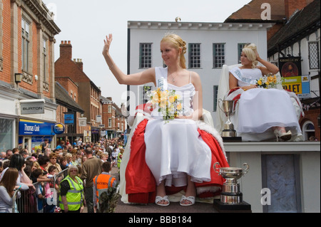 Lichfield Greenhill Bower. Bower Queen and Lady in Waiting Lichfield Staffordshire England - Stock Photo