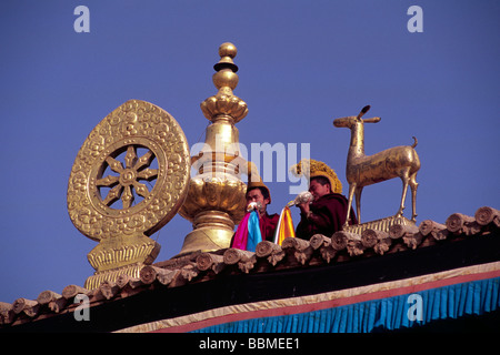 china, tibet, qinghai province, tongren (repkong), wutun si monastery, tibetan new year's day, tibetan monks on - Stock Photo