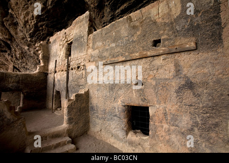 The Lower Cliff Dwelling, a prehistoric Salado ruin at Tonto National Monument, central Arizona. - Stock Photo