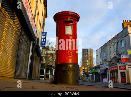 Red Edward vii Royal Mail pillar box in Stroud Green North London. - Stock Photo