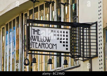 dh  SAUCHIEHALL STREET GLASGOW Tea The Willow tearooms sign Charles Rennie Mackintosh design macintosh - Stock Photo