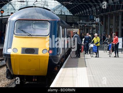 Train at platform 4 Newcastle Railway Station, Newcastle, England, UK - British rail Class 43 - Stock Photo