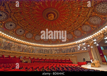Bucharest's Romanian Athenaeum Concert Hall, in neoclassical style - Stock Photo