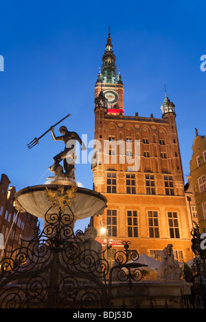 Europe, Poland, Pomerania, Gdansk, Dlugi Targ (Long Market), The Neptune Fountain and Town Hall illuminated at dusk - Stock Photo