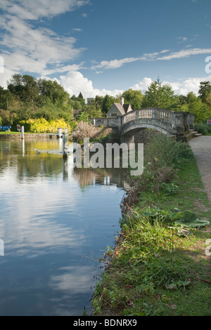 Footbridge at Iffley Lock on the River Thames at Oxford, Oxfordshire, Uk - Stock Photo