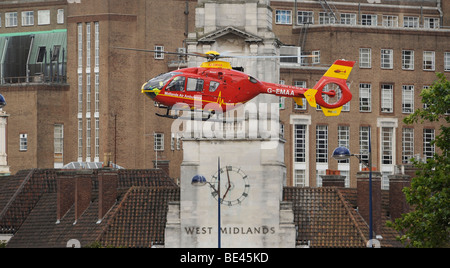 THE WEST  MIDLANDS AIR AMBULANCE  HELICOPTER HOVERS LOW OVER BIRMINGHAM CITY CENTRE,UK - Stock Photo