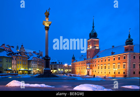 Winter twilight in Castle Square, Old Town, Warsaw, Poland, with Zygmunt's Column and the Royal Castle illuminated - Stock Photo