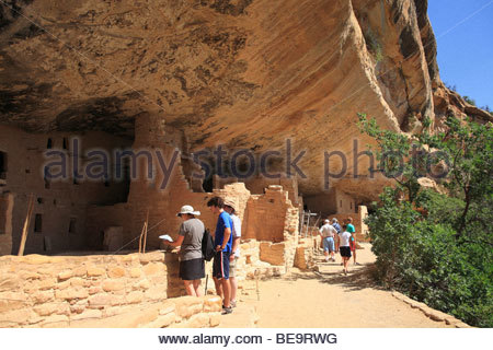 Visitors at Spruce Tree House ruins, Mesa Verde National Park, Colorado, USA - Stock Photo