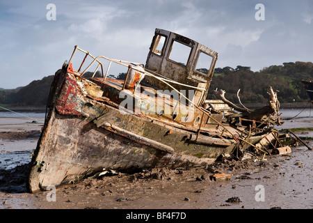 Dilapidated old tug boat at low tide on the Taw-Torridge estuary - Stock Photo