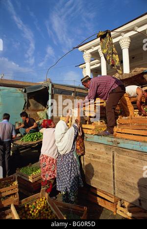 Unloading fruit in main food market, Samarkand, Uzbekistan, Central Asia, Asia - Stock Photo