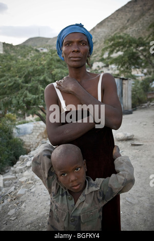 Portrait of a woman suffering from TB and her child in Gonaives, Artibonite Department, Haiti - Stock Photo