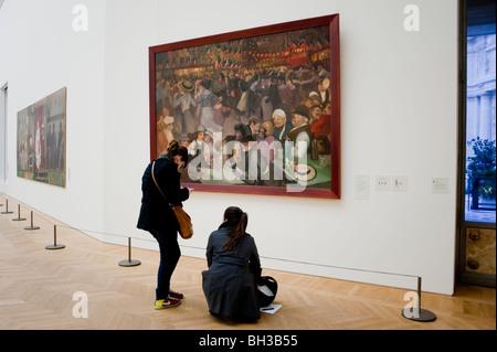 Paris, France, Teens Visiting Art Exhibit in 'Petit Palais', 'Musée des Beaux Arts de la Ville de Paris' Looking, - Stock Photo