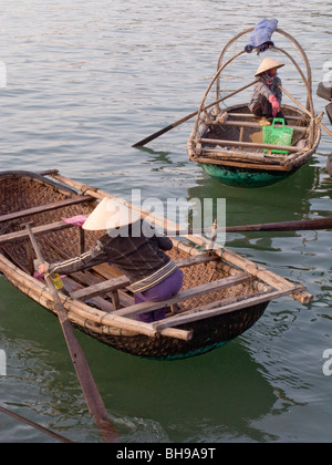 VIETNAM. WOMEN FROM FISHING CO-OPERATIVE WORKING IN HALONG BAY Photo © Julio Etchart - Stock Photo