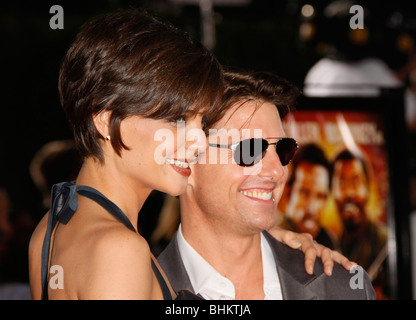 KATIE HOLMES TOM CRUISE TROPIC THUNDER PREMIERE LOS ANGELES CA USA 11 August 2008 - Stock Photo