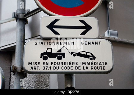 Sign indicating a tow away zone in the French city of Lyon, France. - Stock Photo