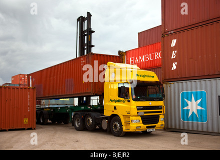 Freight liner Haulage. Freightliner DAF MV3088 Truck at Container Yard, Middlesbrough, Teesside, Yorkshire, UK - Stock Photo