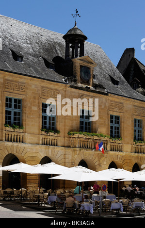Restaurant in front of the Hotel de Ville (town hall) in the old town, Sarlat, Dordogne, France, Europe - Stock Photo