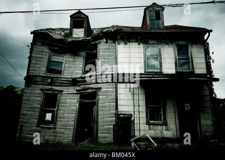 An abandoned and dilapidated house in Pennsylvania, USA. - Stock Photo