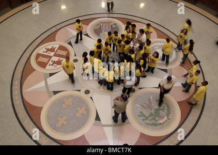 School children looking at middle seal on floor of Texas state capitol building rotunda in Austin - Stock Photo