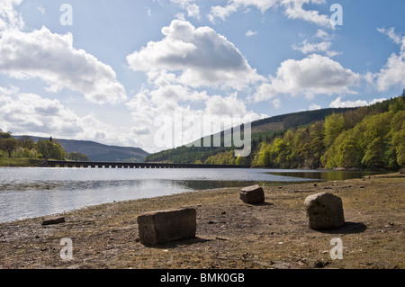 scenic nature view exposed rocks ladybower derwent reservoir  peak district during dry spell with pipe line viaduct - Stock Photo