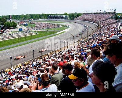 Race Action and Crowd at 2008 Indianapolis 500 auto race, Speedway, Indiana, USA> - Stock Photo