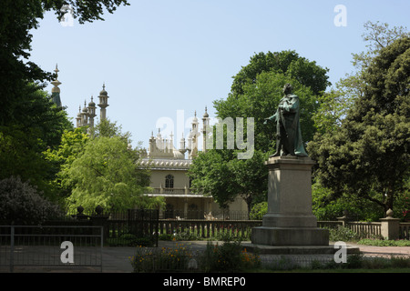 The statue of King George IV which is situated near to the North Gate of the Royal Pavilion in Brighton. - Stock Photo