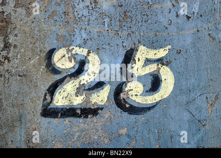 The number 25 painted on a wall - Stock Photo