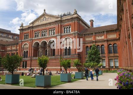 John Madejski Garden Victoria and Albert Museum London England - Stock Photo
