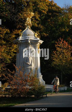 Beethoven-Haydn-Mozart-Denkmal, Komponistendenkmal composers memorial. Grosser Tiergarten park in fall, Berlin, - Stock Photo