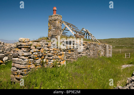 Once an Island Croft house, now empty and abandoned, Isle of Berneray, Outer Hebrides. Scotland. SCO 6349 - Stock Photo