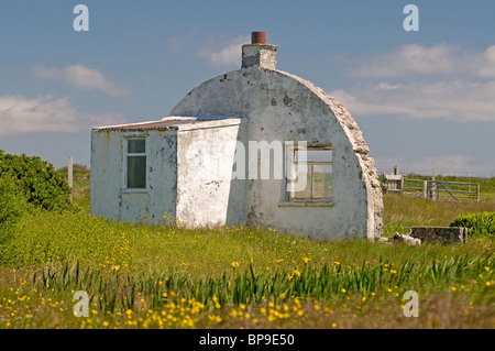 The recogniseable gable end remains of a Nissen hut, Isle of  Berneray, Outer Hebrides, Western Isles. SCO 6352 - Stock Photo