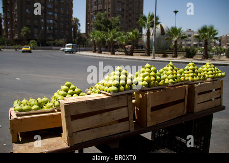 figs for sale on the road at the roundabout as you enter Yarmouk Palestinian camp, Damascus - Stock Photo