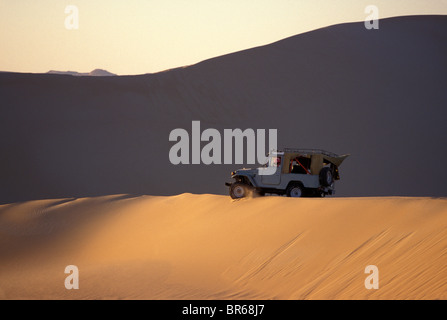 Land cruiser gets stuck on a dune ridge near Siwa Oasis Egyptian Western Desert - Stock Photo