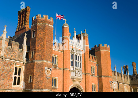 The great gatehouse and west front, Hampton Court Palace, Borough of Richmond upon Thames, Greater London, England, - Stock Photo