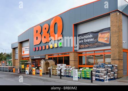 B&Q superstore, Leeds Road Retail Park, Huddersfield, West Yorkshire, England, UK - Stock Photo