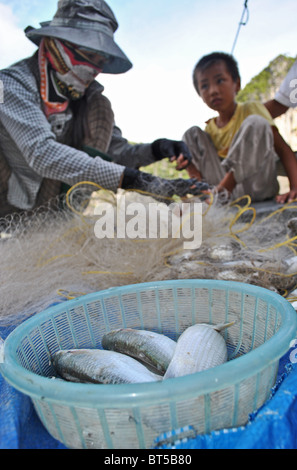 Mother and child with nets and fish, Halong Bay, Vietnam - Stock Photo