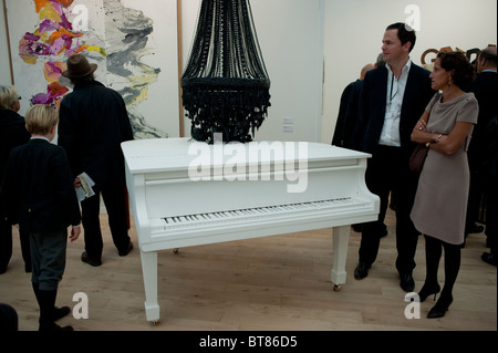 Paris, France, Fashionable Family Visiting Art Gallery Contemporary Art Show, FIAC, Modern Sculpture, by Terence - Stock Photo
