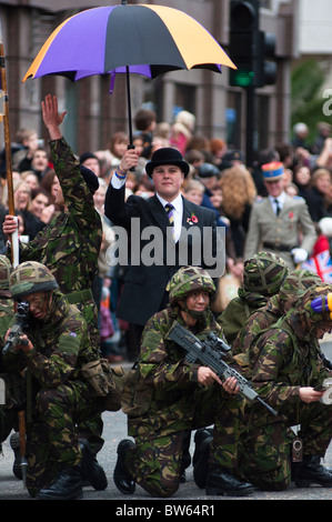 City gent and soldiers at the Lord Mayor's show, London, England. - Stock Photo
