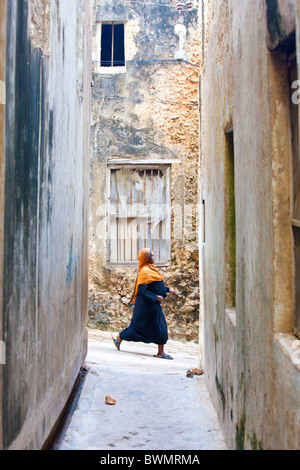 Muslim woman in a narrow alleyway, Lamu Island, Kenya - Stock Photo