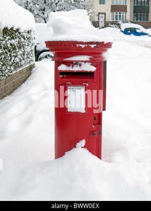 Royal Mail Post Box in heavy snow - Stock Photo