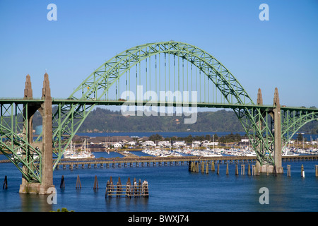 Yaquina Bay Bridge spanning the Yaquina Bay south of Newport, Oregon, USA. - Stock Photo