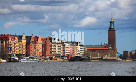 On King's Island in Stockholm, on the shores of the Riddarfjärd: the Town Hall (Stadshuset). - Stock Photo