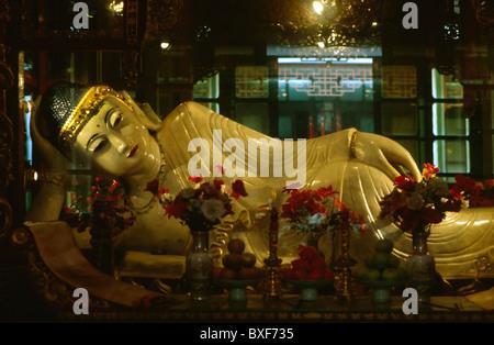 reclining Buddha (Wo Fo), in the temple of the Jade-Buddha (YuFo-Si) - Stock Photo