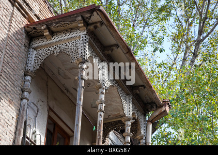 Carved wooden balconied house in Tbilisi old town, Kala, Georgia. JMH3985 - Stock Photo