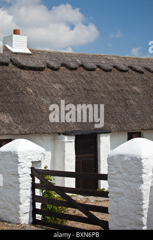 Newly whitewashed and renovated thatched cottage near Fethard-on-Sea, County Wexford, Ireland - Stock Photo