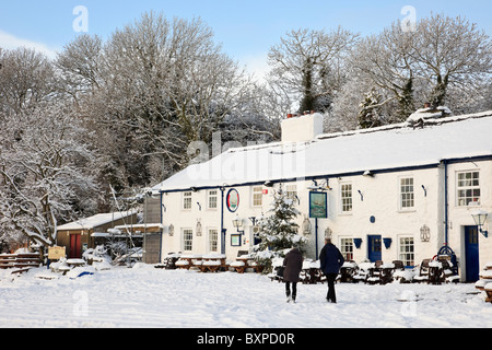 The Ship Inn village pub with snow in winter 2010. Red Wharf Bay (Traeth Coch), Isle of Anglesey, North Wales, UK, - Stock Photo