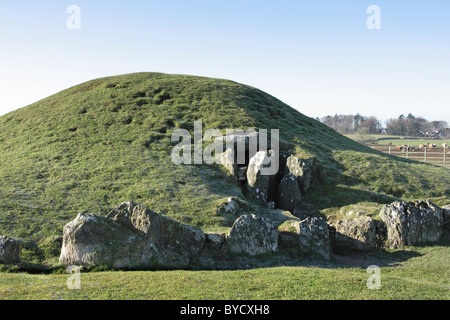 The late neolithic (c2000BC) burial chamber at Bryn Celli Ddu, on the Isle of Anglesey, North Wales - Stock Photo